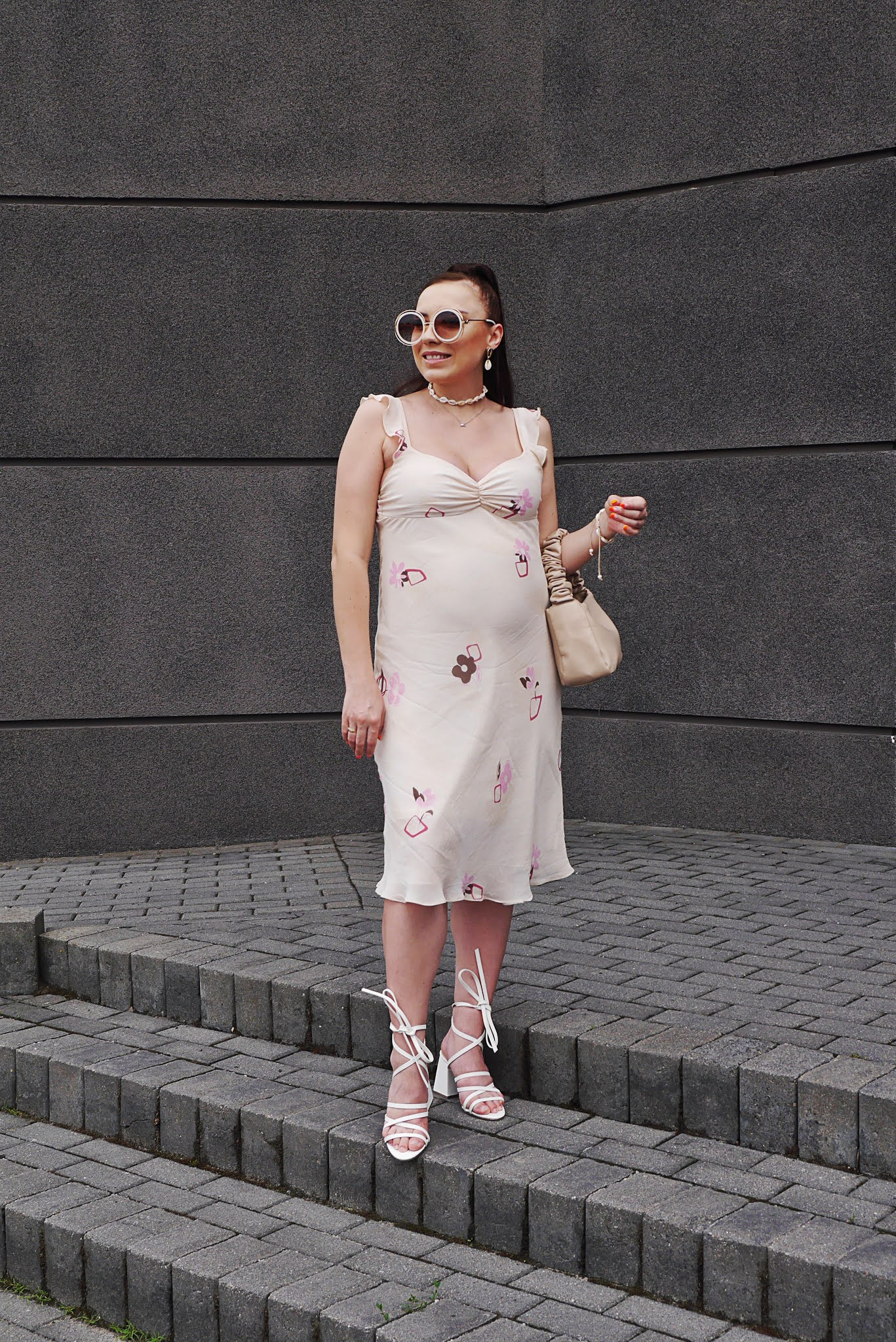 fashion blogger maternity look outfit ootd retro dress baige bag white sandals bonprix ccc pregnant outfit look inspiration mamacita
