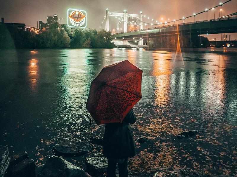 дождь девушка под зонтом ночь