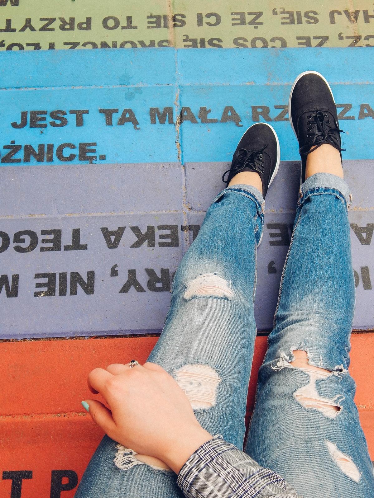 7 nakd zniżka outfit moda blog modowy jak nosić marynarkę w kratkę tshirt z kaktusem jak nosić podarte jeansy vansy moda streetwear style fashion outfit blog lifestyle łódź