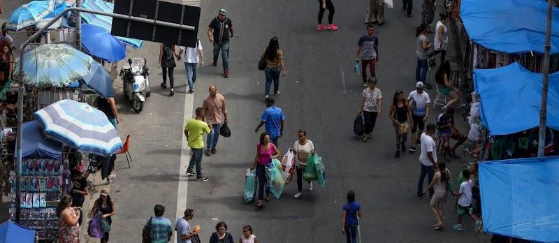 Consumidores brasileiros devem gastar em média R$ 168 nas comemorações de Natal
