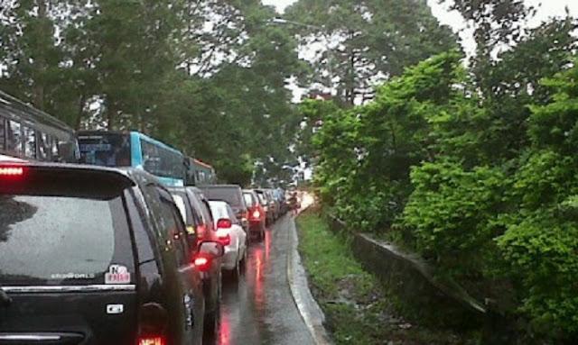 Ribuan Kendaraan Terjebak Macet 12 Jam di Puncak