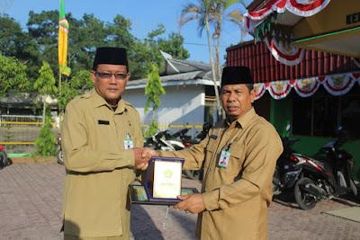 Kakan. Kemenag Tanjungbalai Berikan Penghargaan KUA Kecamatan Teladan Tk. Prov. Sumut Tahun 2016