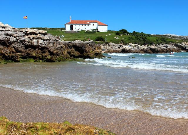 playa de la isla Virgen del Mar. Ermita de la Virgen del Mar. Costa Quebrada