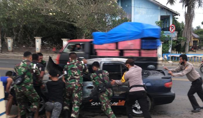 Konseleting, Sedan Milik Anggota TNI AD Pesawaran Terbakar