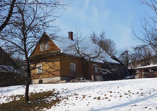 Drewniany dom w Rdzawce.