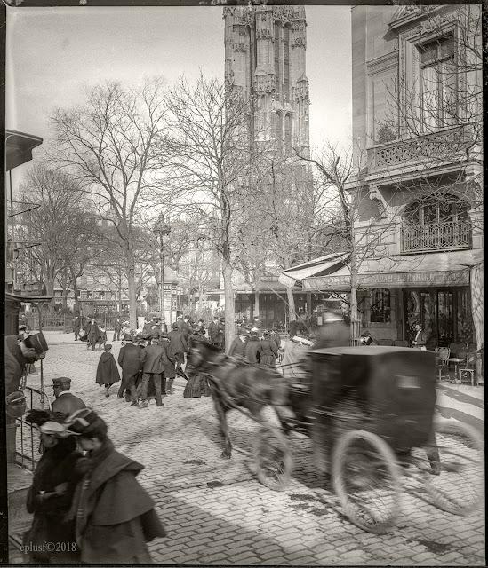 Paris, place du Chatelet, tour Saint-Jacques