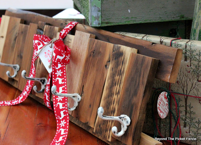 coat hook, DIY, last minute gift, reclaimed wood, pallet wood, scraps, woodworking idea, gift, stocking holder, cabin decor,http://bec4-beyondthepicketfence.blogspot.com/2015/12/12-days-of-christmas-day-12-last-minute.html