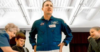 Halsell was a veteran of five missions and had spent more than 1,250 hours in space before leaving NASA in 2006.