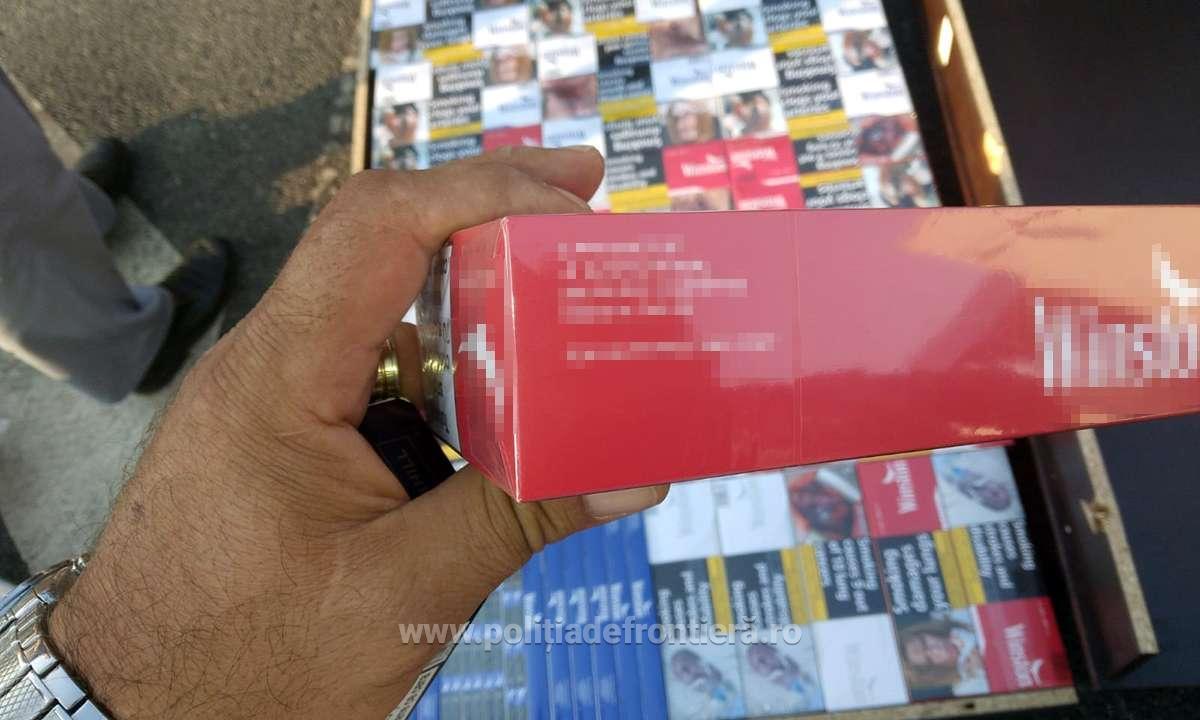 Aproximativ 9.600 pachete cu țigări, ascunse într-un microbuz, descoperite la P.T.F. Calafat