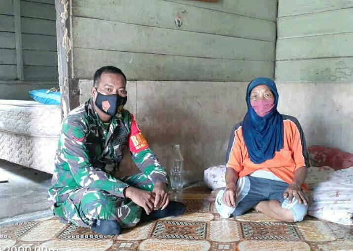 Babinsa Desa Harapan Jaya Melakukan Komsos Dengan Wargs Desa Harapan Jaya