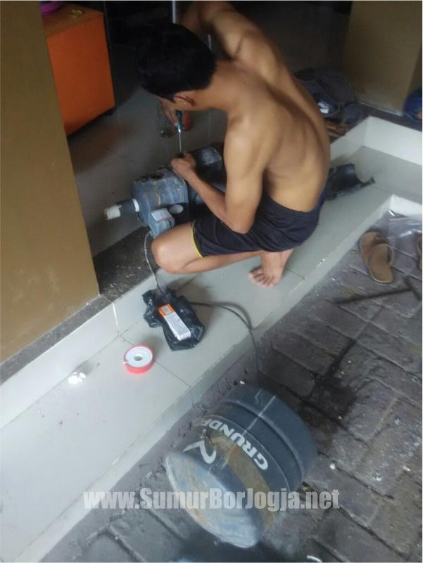 tukang servis dari sumurborjogja.net saat proses servis pompa air di Gondokusuman Yogyakarta