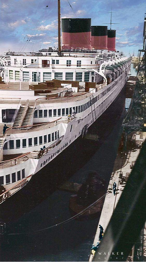 te / ss NORMANDIE in Le Havre, Gare Maritime 1935
