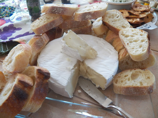 Brie wheel with Crusty Bread