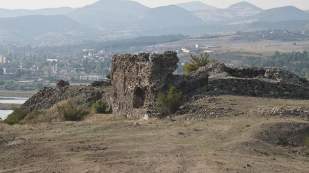 Крепостта Вишеград – най-запазеният средновековен замък в България (СНИМКИ)