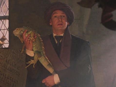 El profesor Quirrell (Ian Hart) en Harry Potter y la piedra filosofal - Cine de Escritor