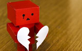 Robot di cartone che piange