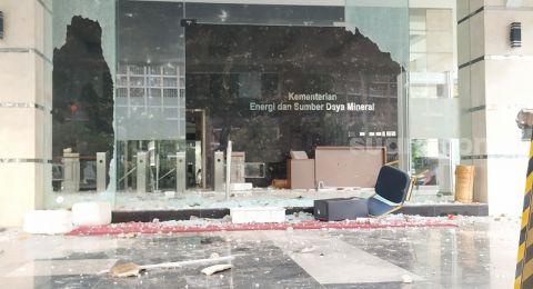 Gedung Kementerian ESDM Dirusak Massa, Komputer hingga Laptop Dijarah