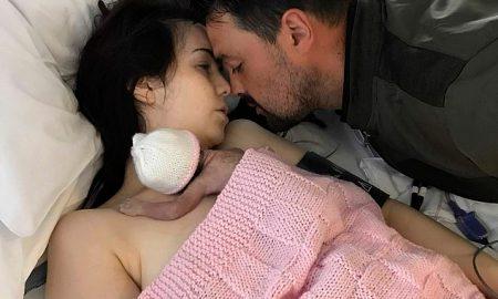 Убитая горем мать ДВЕ НЕДЕЛИ жила и гуляла с мертворожденной дочкой — фото