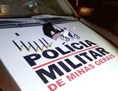 http://www.jornalocampeao.com/2019/10/pm-encontra-arma-no-porta-luvas-e.html