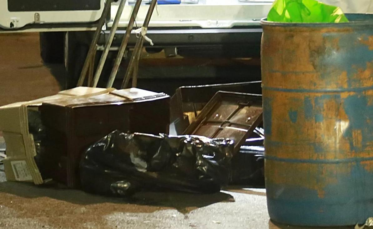 Nervioso se le cayeron las cajas del diablito, una bolsa se razgo, Policías vieron carne, era la carne de 2 niños