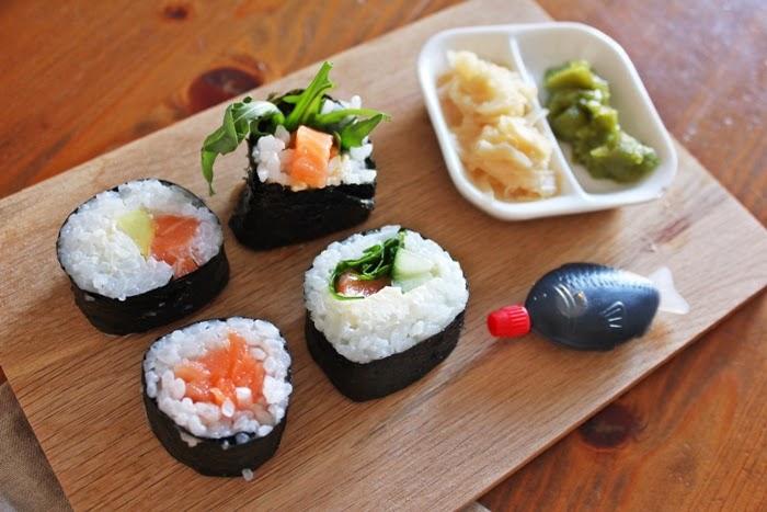 homemade sushi philadelphia roll maki fashion kitchen. Black Bedroom Furniture Sets. Home Design Ideas