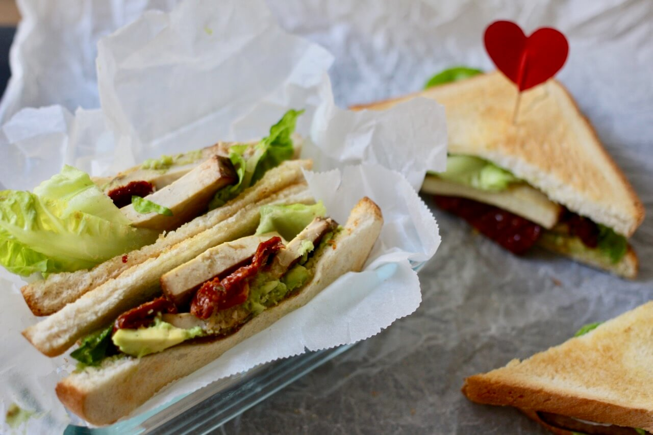 home of happy veganes club sandwich mit cashew mayonnaise. Black Bedroom Furniture Sets. Home Design Ideas