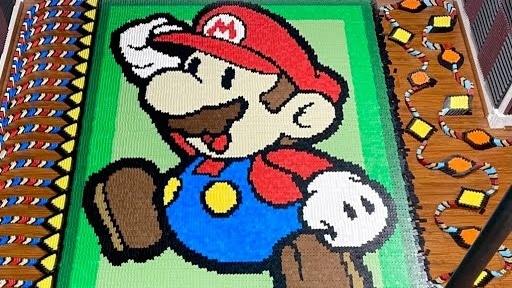 Mais de 40.000 dominós são usados para esta homenagem a Paper Mario