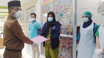 H Mashuri Pulangkan Dua Orang Pasien Sembuh Covid-19