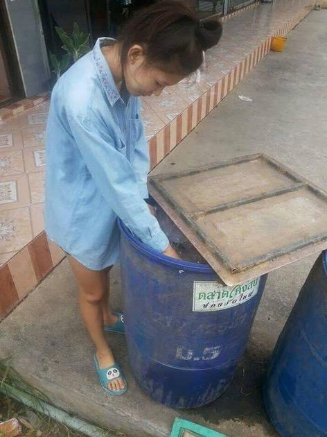 Lihat Bagaimana Ratu Cantik Ini Menghormati Ibunya Yang Berkerja Sebagai Seorang Pemungut Sampah