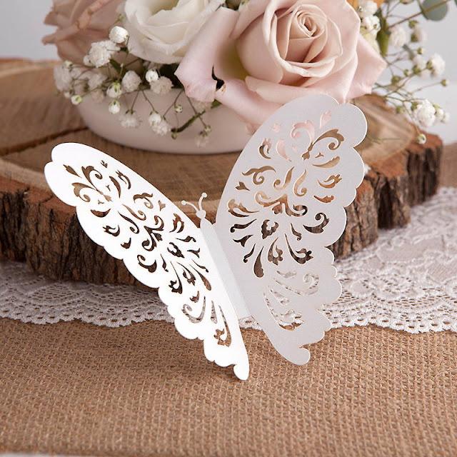 Ażurowe motyle do dekoracji stołu komunijnego