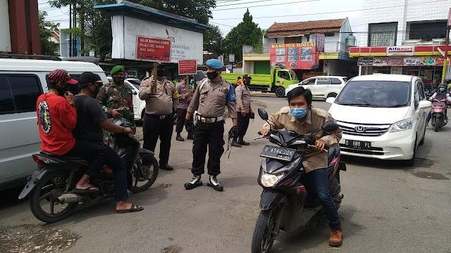 Operasi Yustisi Polsek Pameungpeuk Libatkan TNI ,Satpol PP dan Dishub, Himbau Warga Pentingnya Taati Prokes