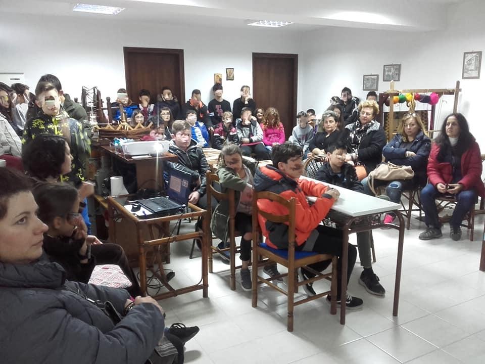 Επίσκεψη μαθητών της Α΄ τάξης Γυμνασίου στο Σύλλογο Γυναικών Αρναίας