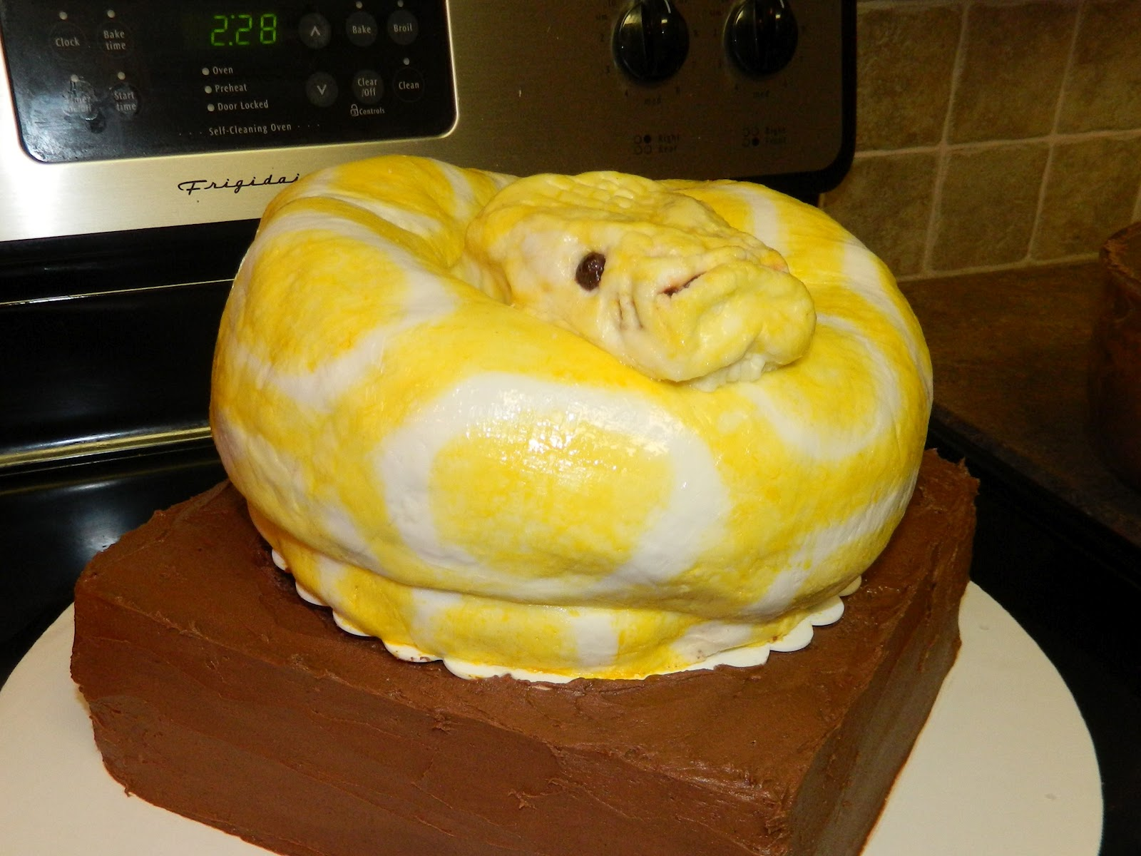 Blogger: Traci LeBrun: Snake Cake and Cake Recipe
