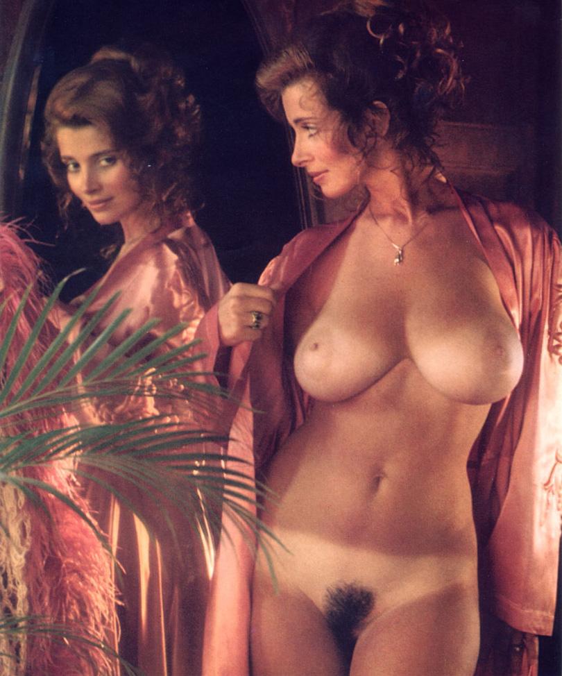 эротические фильмы дамы протягивает руки письке