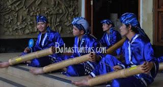 Pantung Bambu adalah alat musik khas kota Cilegon, terbuat dari bambu yang berukuran rata-rata 10cm dan panjang 80cm