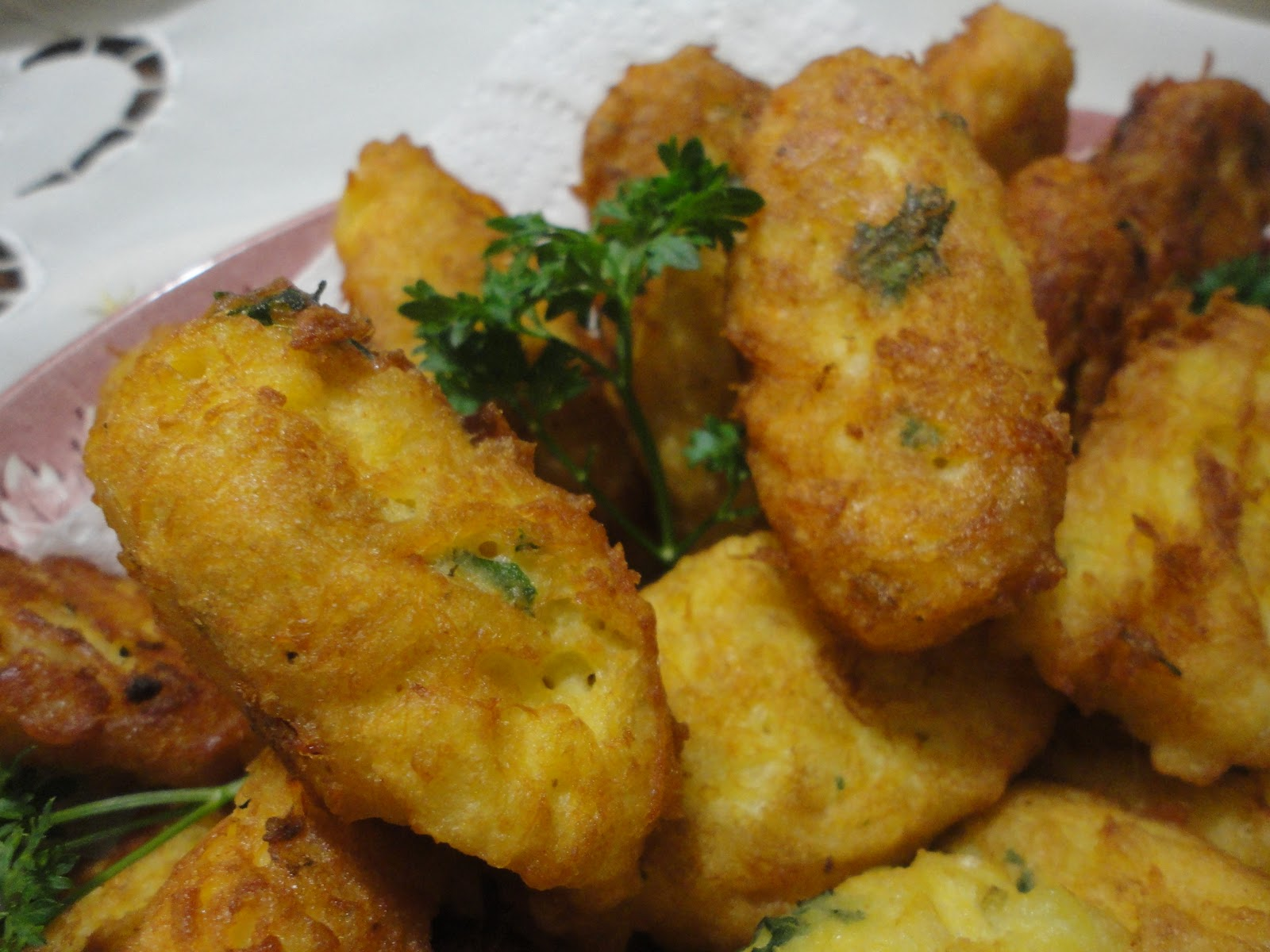 Colourfulworld pasteis de bacalhau codfish fritters for Cod fish fritters