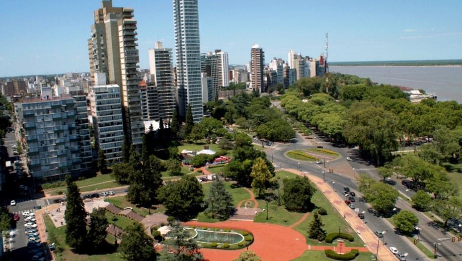 Rosario, habilitan con limitaciones inmobiliarias, mudanzas y obras privadas