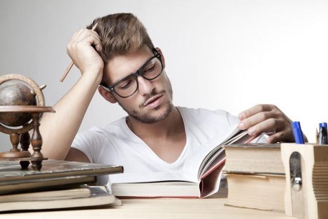 Memiliki Buku Besar Panduan Materi & Soal Pembahasan