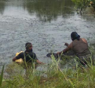 Warga Temukan Mayat Di Teluk Gelam