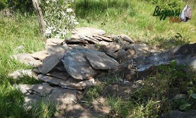 Pedra moledo chapada, para construção de calçada de pedra, com espessura de 7 cm a 15 cm.