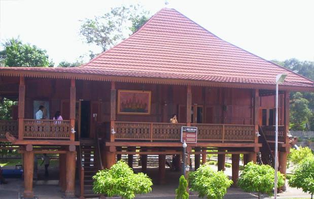 Keberagaman arsitektur hunian atau rumah berbagai suku di wilayah kepulauan nusantara pada 35 Rumah Adat di Indonesia + Gambar dan Pembahasan Lengkapnya 1/5
