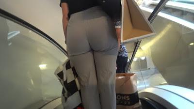 Señora guapa caderona pantalones vestir apretados