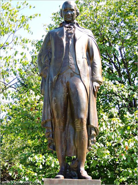Escultura de Ira Allen en la Universidad de Vermont, Burlington