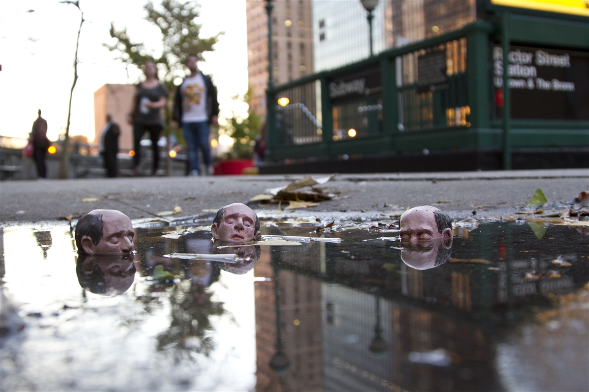 12-Isaac-Cordal-Little-People-with-a-Big-Message-www-designstack-co