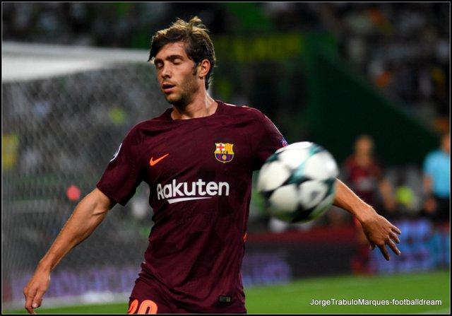 Gerard Piqué - O futebolista do Barcelona solidário pela causa da Liberdade  da Nação da Catalunha decidir o seu destino – Alvo de assobios no grande  furacão ... f8de3e70b2c70