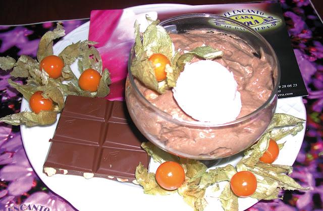 mousse de chocolate con avellanas