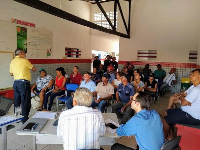 Prefeitura de Olho d' Água do Casado realiza reunião com condutores e monitores dos transportes escolares para adequação dos transportes escolares no município