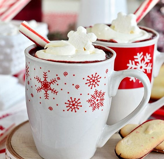 RED VELVET HOT CHOCOLATE WITH CREAM CHEESE WHIPPED CREAM #drinks #christmas