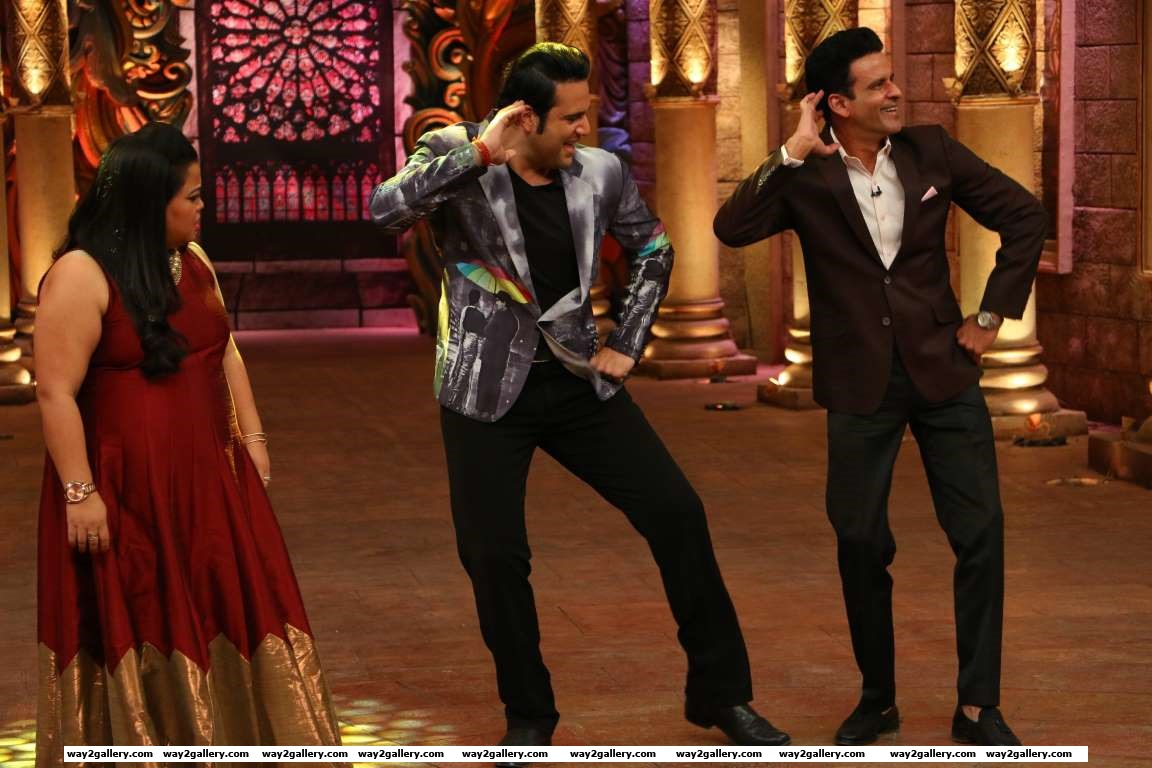 Manoj Bajpayee shook a leg with Krushna Abhishek while promoting his film Traffic on the sets of Colors Comedy Nights Bachao