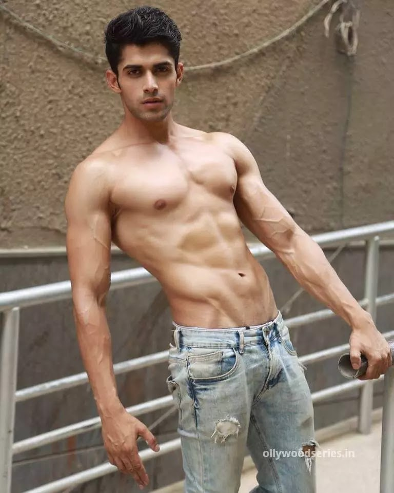 physical stats of mohit kumar. Gym photos of mohit kumar